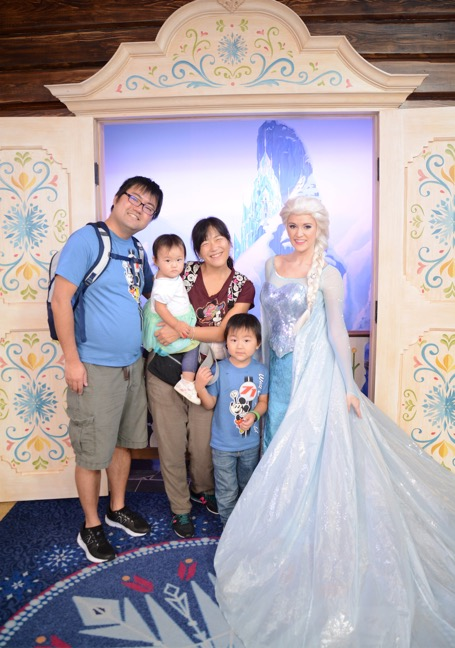 Photo with Elsa on Meet Anna and Elsa at Royal Sommerhus
